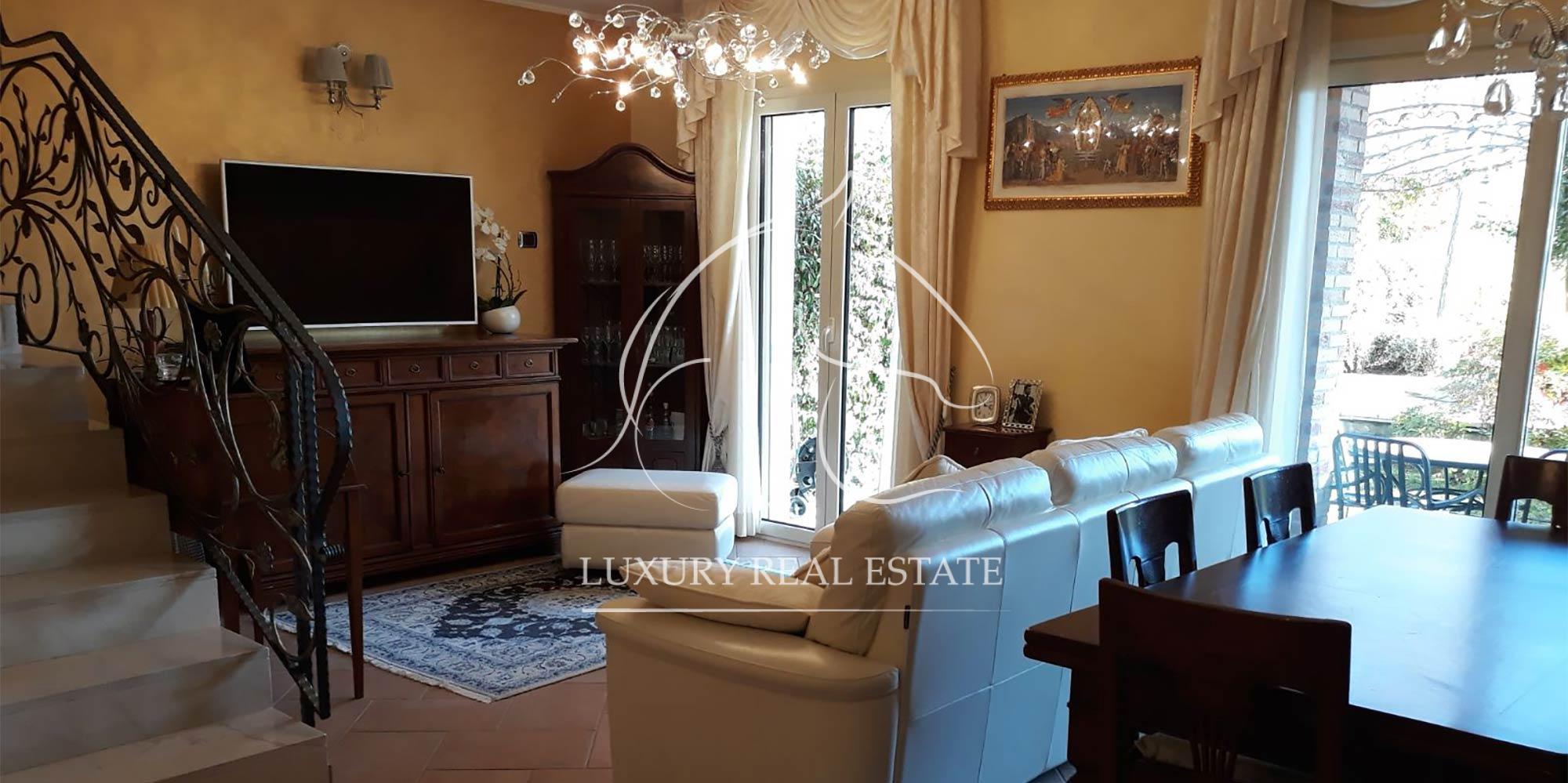 Rif. 185 Villa in bellissima zona residenziale con giardino privato e vista mare in zona Cailungo (RSM)