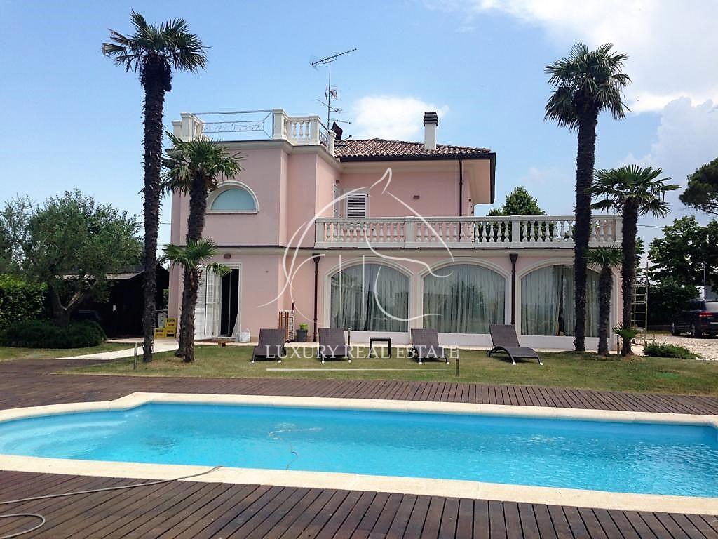 K.-Nr. 325 Herrliche Villa mit Pool in Verucchio (RN)