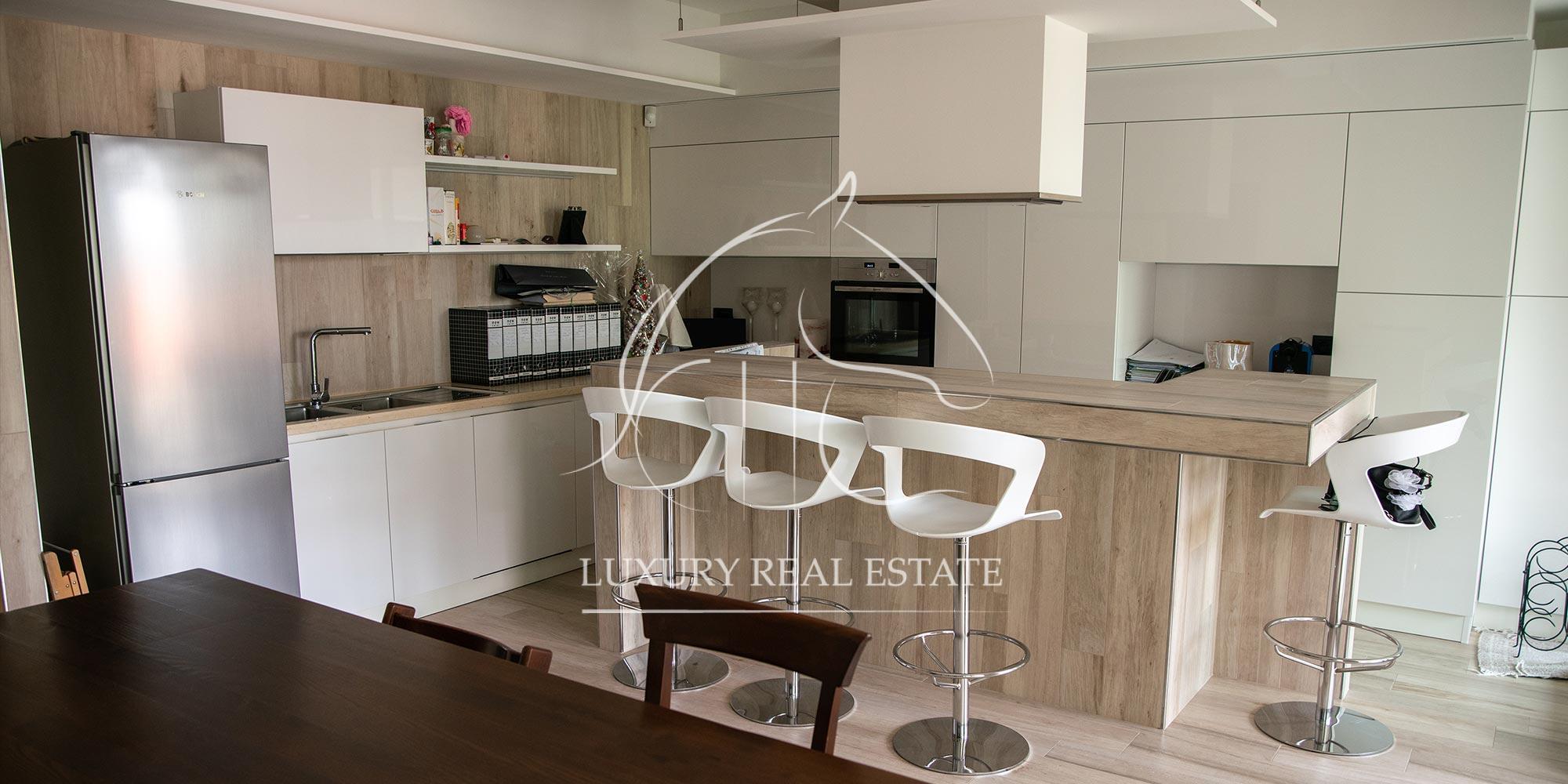 Rif. 248 Bellissimo appartamento con piscina zona Cailungo (RSM)