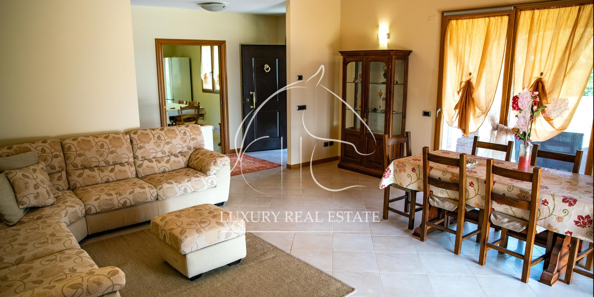 Rif. 075 Splendida villa residenziale con ampia corte a San Clemente (RN)