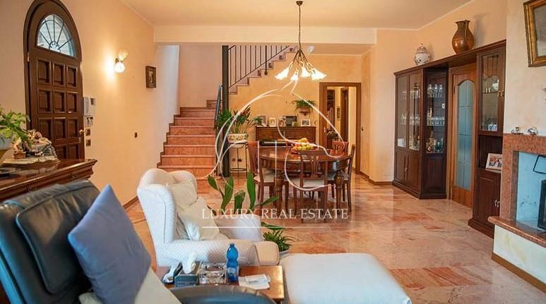 Rif. 165 Splendida proprietà con due ville bifamiliari e ampio terreno in zona Mulazzano (RN)