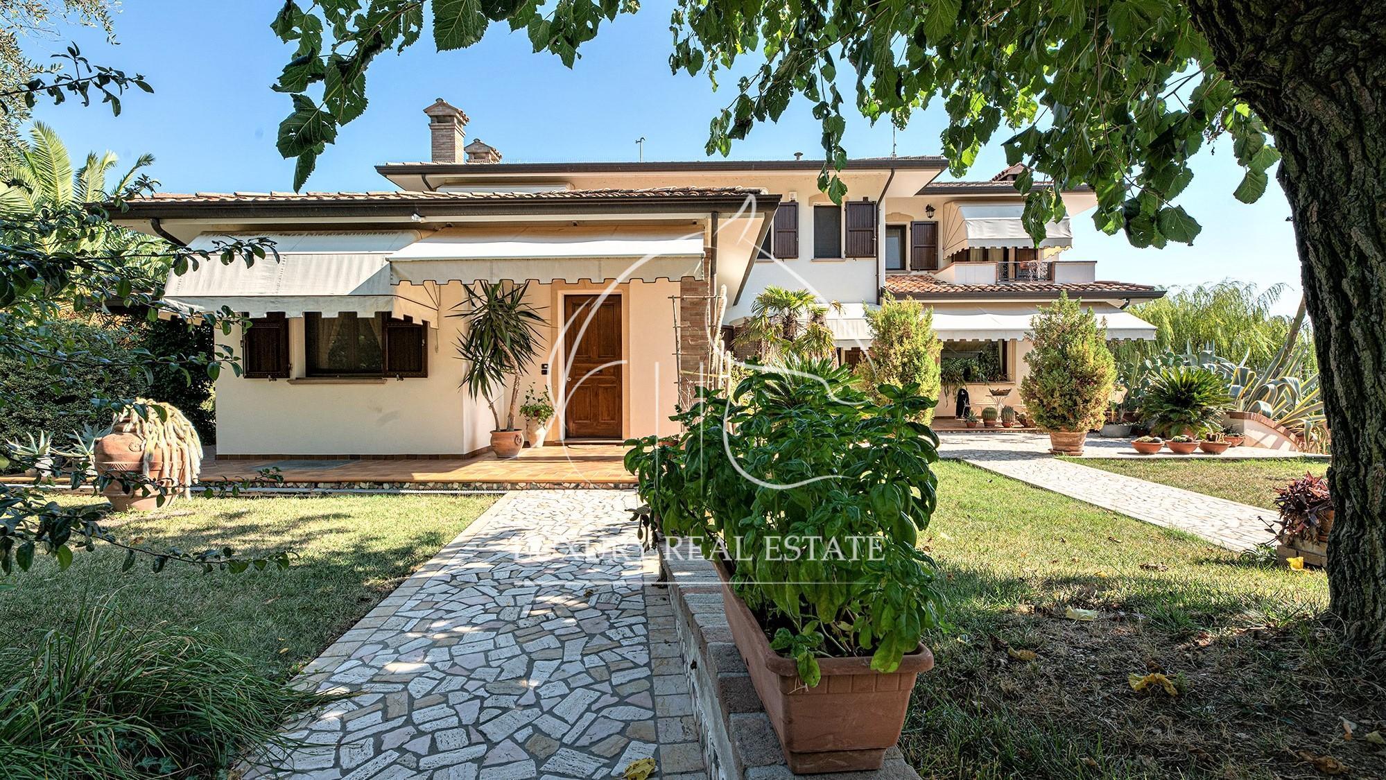 Rif. 122 Splendida Villa con vista mare con due unità abitative e 5.000 mq terreno zona Misano Adriatico (RN)
