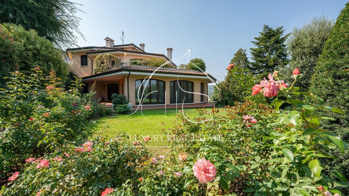 Rif. 098 Splendida villa di lusso con giardino in zona Falciano (RSM)