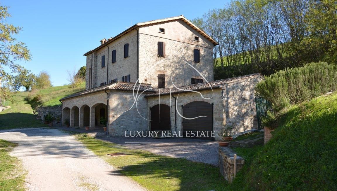 Rif. 264 Casolare del '900 con 3 ettari di terreno edificabile a Macerata Feltria (PU)