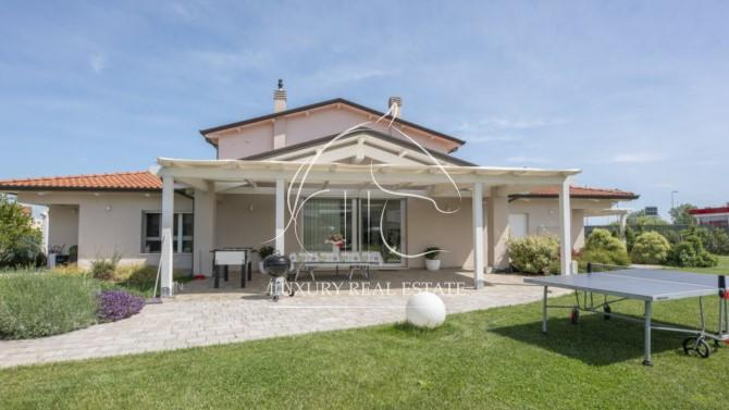 Rif. 291 Splendida villa unifamiliare in classe A con due appartamenti su lotto di mq. 4500 zona Rimini (RN)