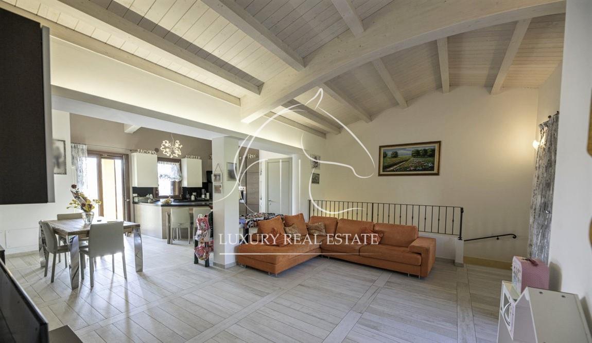 Rif.  285 Splendido attico su due livelli con giardino al piano nobile zona Galazzano (RSM)